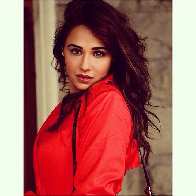 Mandy Takhar talks about working with Diljit!