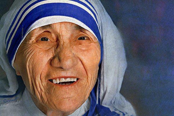 Mother Teresa honoured at The Asian Awards