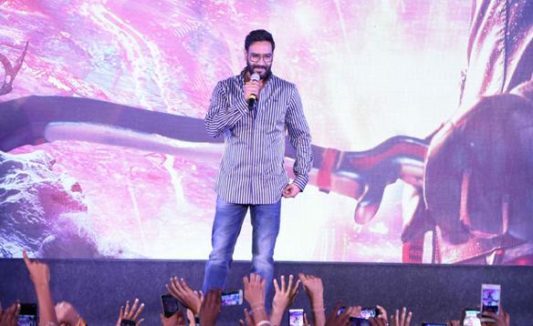 Ajay Devgn's Shivaay Trailer applauded