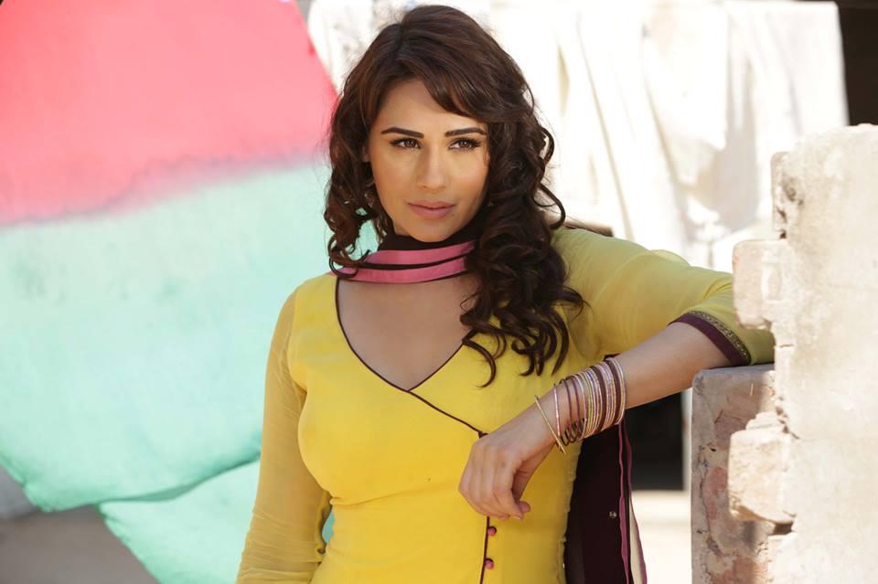 Mandy Takhar to host Brit Asia TV Awards